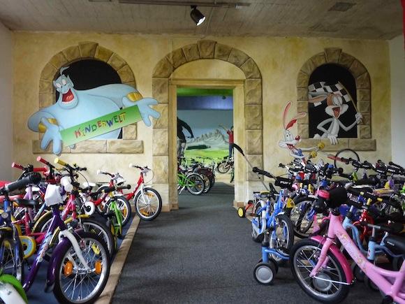 fahrradhofshowroom01