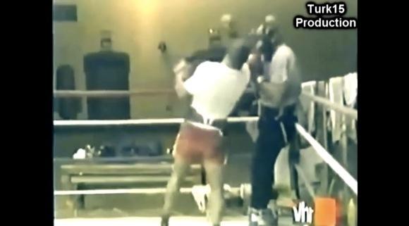 Mike Tyson- Right hook body - Right uppercut head Combination_580