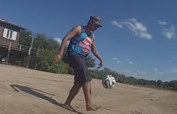 1400812football_001