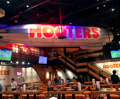 hooters112