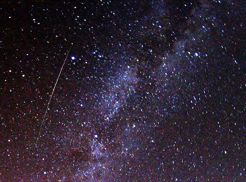 800px-Perseid_meteor_and_Milky_Way_in_2009