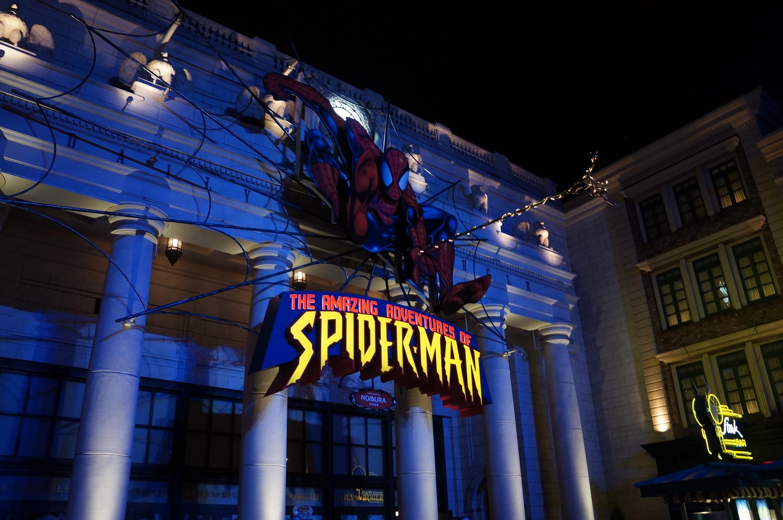 夜のスパイダーマン