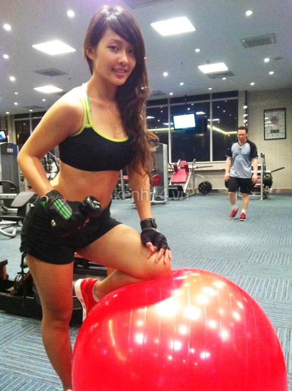 vietnamese boxer working out
