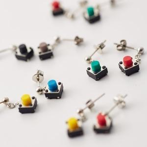 Geek & Cute Accessories Mini Switch Earrings 945 yen