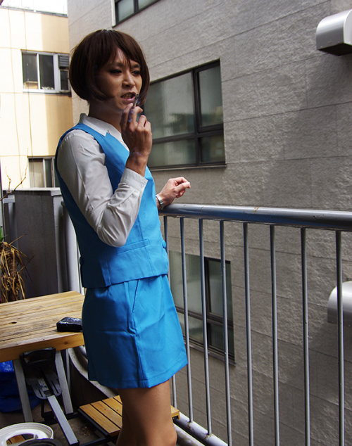 Seven Things Our Male Reporter Realized After Wearing a Miniskirt5