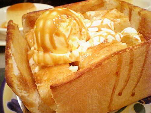 Not a windowless building, this is actually honey toast.