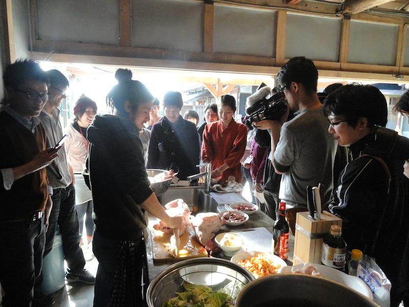chiharu preparing chicken