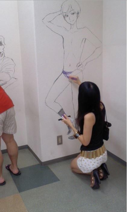 Manga graffiti at soon-to-be demolished Shogakukan building in Japan14