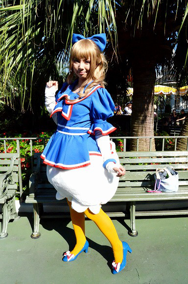 The awesome outfits of cosplayers at Tokyo Disneyland10