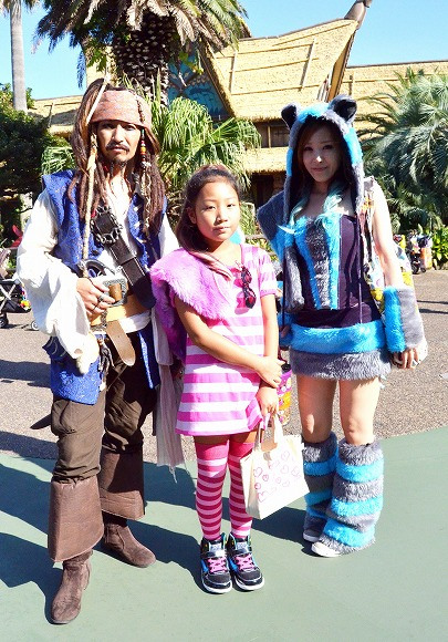 The awesome outfits of cosplayers at Tokyo Disneyland11