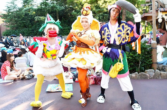 The awesome outfits of cosplayers at Tokyo Disneyland14