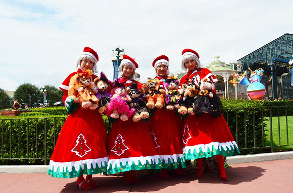 The awesome outfits of cosplayers at Tokyo Disneyland2