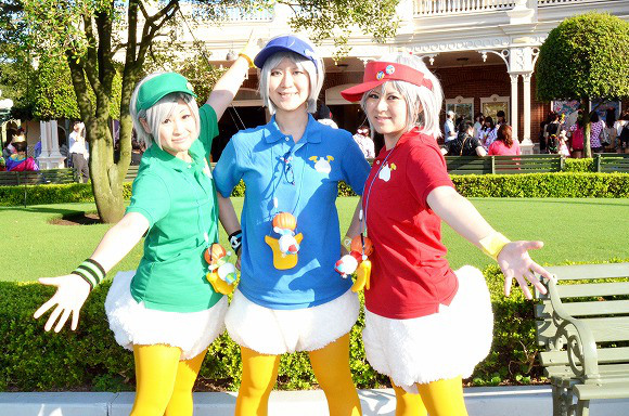 The awesome outfits of cosplayers at Tokyo Disneyland20