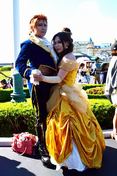 The awesome outfits of cosplayers at Tokyo Disneyland4