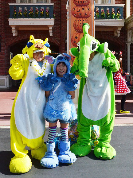The awesome outfits of cosplayers at Tokyo Disneyland5