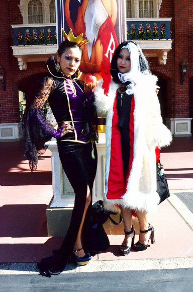 The awesome outfits of cosplayers at Tokyo Disneyland8