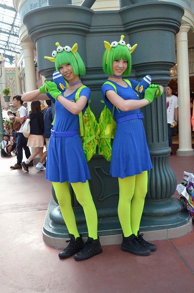 The awesome outfits of cosplayers at Tokyo Disneyland9
