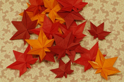 Deep blue wall decor: 3D maple leaf from paper (free template ... | 332x500