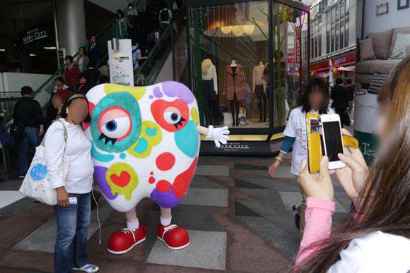 Weird mascot is a hit with Japanese women2