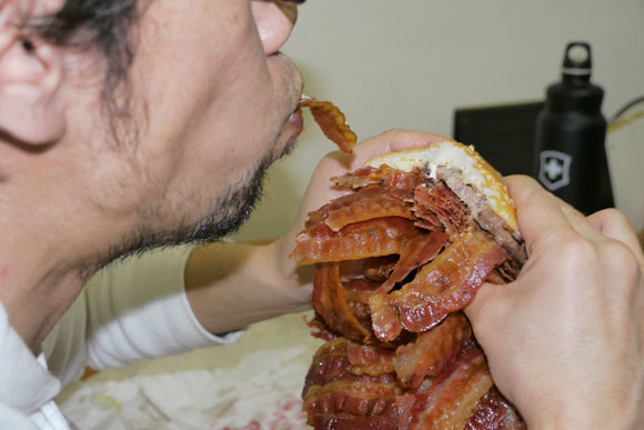 We Order Whopper With 1050 Bacon Strips, Struggle to Level Comically Huge Burger6