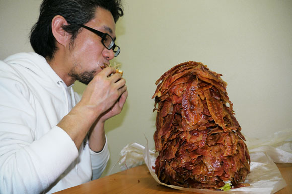 We Order Whopper With 1050 Bacon Strips, Struggle to Level Comically Huge Burger8