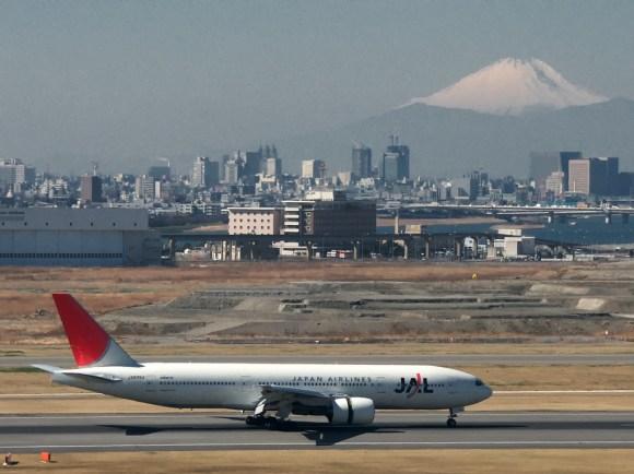 2013.12.15 mt fuji and airplane