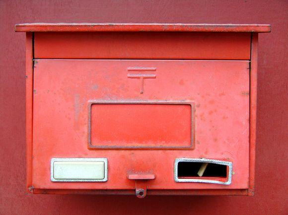 800px-Red_Mailbox_Red_Door
