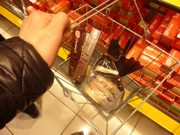 Kit Kat 9 shopping