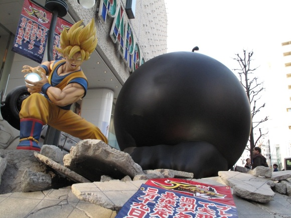See Life-Size Dragon Ball & One Piece Statues Fight & Turn Tokyo Street Into Rubble2