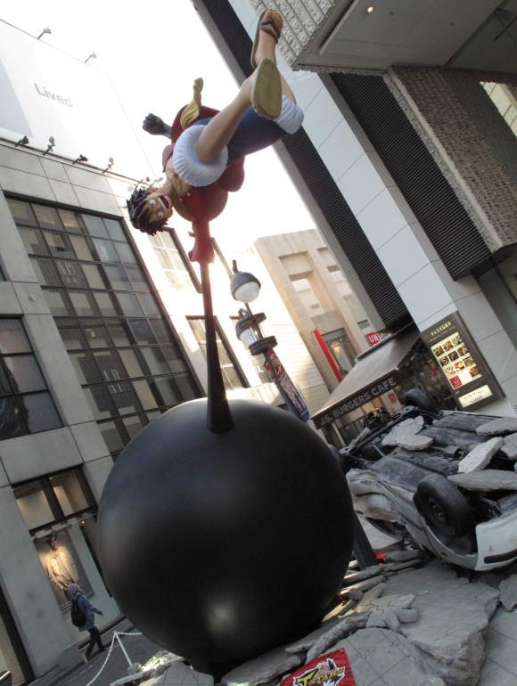 See Life-Size Dragon Ball & One Piece Statues Fight & Turn Tokyo Street Into Rubble3