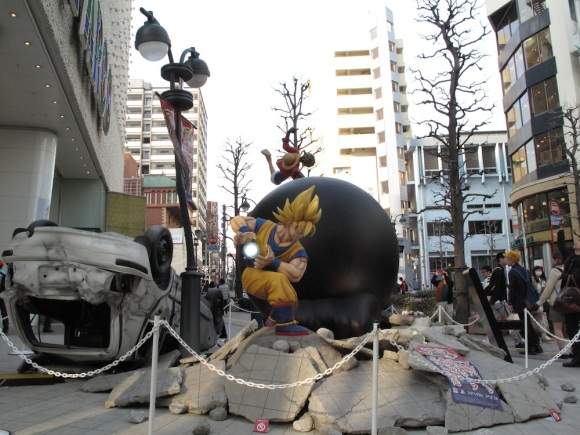 See Life-Size Dragon Ball & One Piece Statues Fight & Turn Tokyo Street Into Rubble4