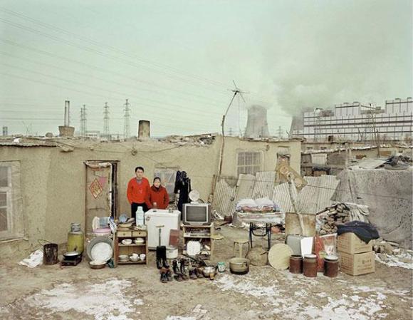 xHuang-Qingjun-Poor-Families-6.jpg.pagespeed.ic.dQUam996Y6