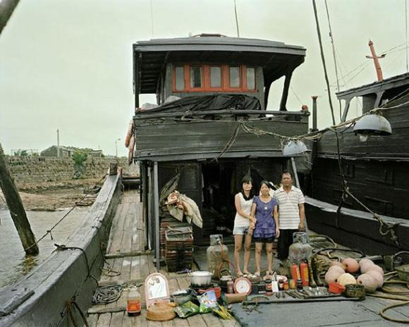 xHuang-Qingjun-Poor-Families-7.jpg.pagespeed.ic.yP-exSNkL1