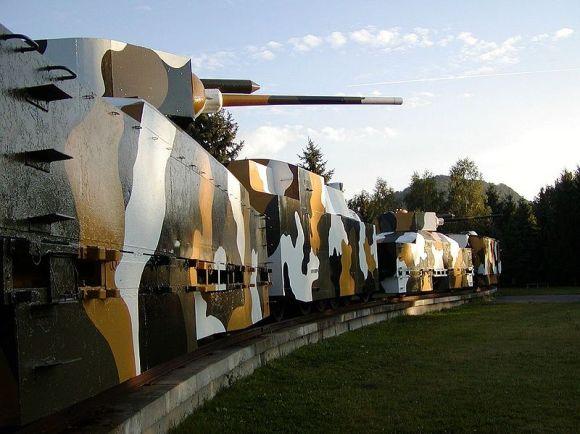 800px-Pancierovy_vlak-Zvolen