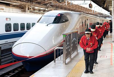 bowing shinkansen