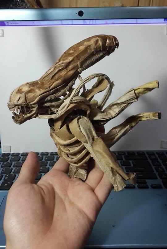 content_cardboard_alien_2