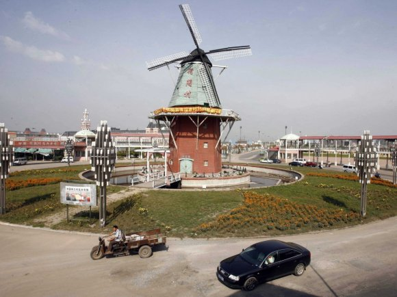 http-::static6.businessinsider.com:image:520c0c266bb3f7b814000023-1200:holland-and-holland-village-with-its-own-windmill.jpg9