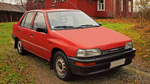 1991_Daihatsu_Charade_SG_Sedan_cropped