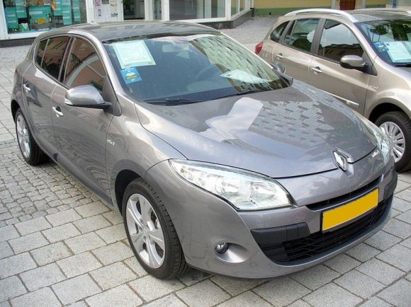 800px-Renault_Mégane_III_Fünftürer_Phase_I