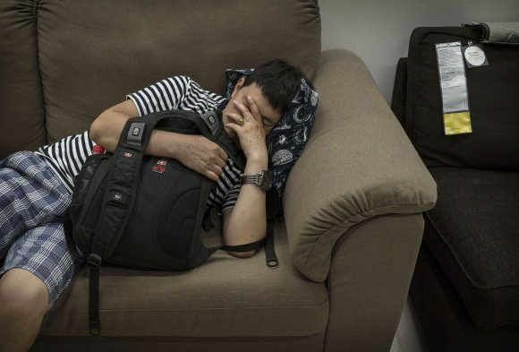 Bizarre photos of Chinese shoppers napping at Ikea5