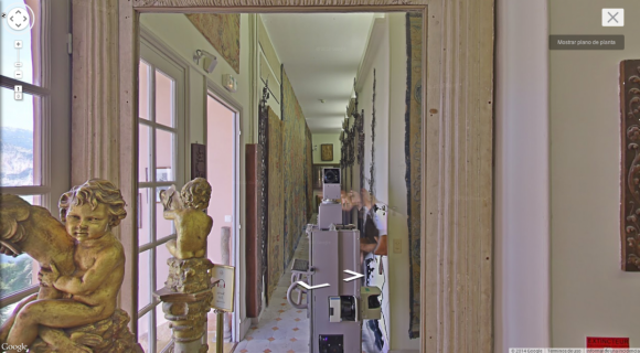 Google's Street View cameras are taking spooky selfies in museums around the world6
