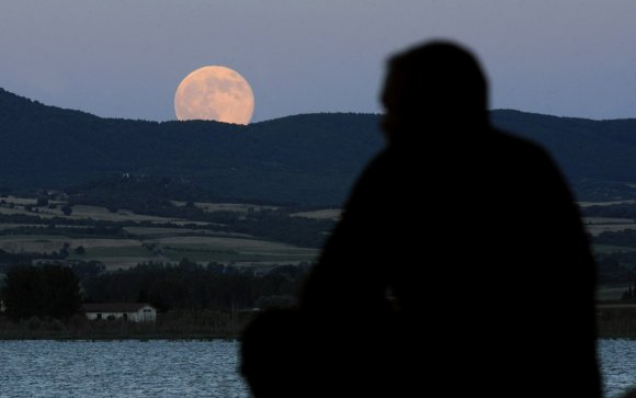 Stunning Photos Of The Supermoon11