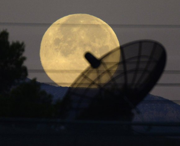 Stunning Photos Of The Supermoon6