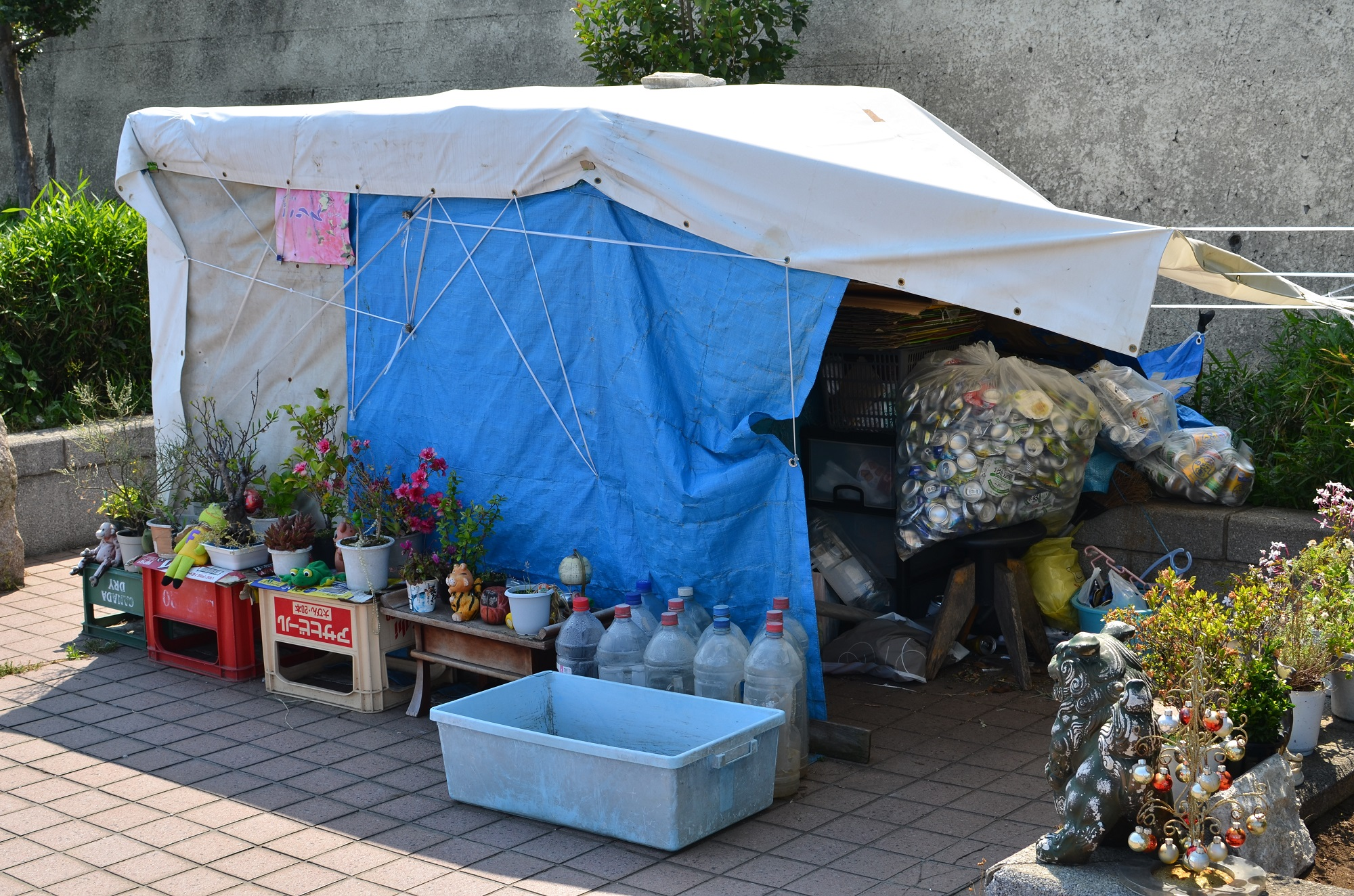 Michael Taing - Beautiful Bum House in Tokyo