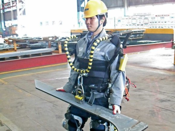 South Korean Shipyard Workers Wear Robo-Suits For Super-Strength