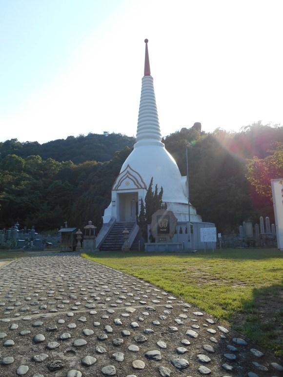 Bussharito Thai-style temple