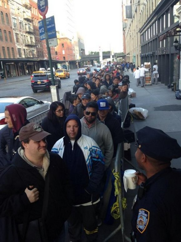 the-meatpacking-district-in-new-york-city-was-packed-with-apple-fans