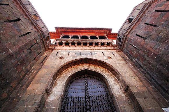 1024px-Shaniwarwada_gate