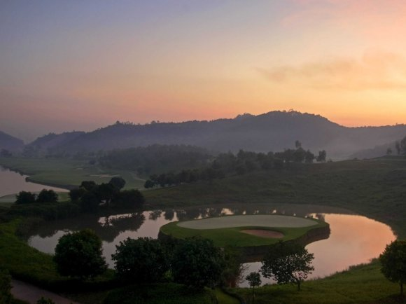 chinas-first-stadium-course-was-designed-by-famous-golfer-nick-faldo-it-has-some-of-the-most-exciting-holes-with-plenty-of-picturesque-views