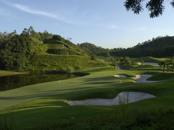 masashi-jumbo-ozaki-designed-this-dramatic-course-for-shenzhen-with-lots-of-slopes-and-tall-trees-it-also-includes-a-lovely-lake-and-wide-fairways-for-an-interesting-round-of-golf